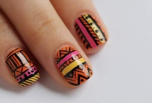Bling bling Nails / by Karo Santana