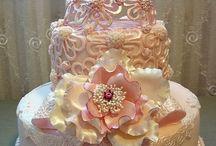 Cakes, Cupcakes & Cookies / by Carmina Garzon