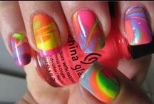 amazing nails / by Isis Bates