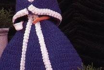 barbie doll clothes to sew, knit & crochet. / Beverley Gillanders tarafından