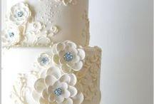 Wedding Cakes / by Leslie Loves Veggies