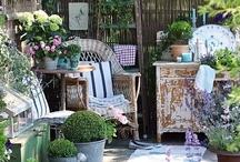 Knusse tuinhoekjes - cozy corners in the garden / Knusse zithoekjes in de tuin, op het terras of veranda - Cozy sitting corners in the garden, terrace or on the porch  / by Tuinen.nl
