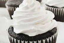 Cupcakes / by Jo Balgie Winn