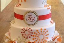 Cakes & Cupcakes / by Kristi Paredes