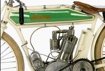 Motocicletas. / by Alej Walker