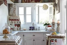 Kitchens / by Tracy Russell Stranahan