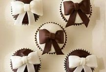 Too Pretty to Eat / Beautifully decorated cakes, cookies, etc.! / by Dawn Tofte