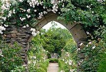 Bienvenue au jardin / #Jardin #Portillon #Gate #Entrée / by ಌ༺༻⊰✿ Valérie Penty ✿⊱༺༻ಌ