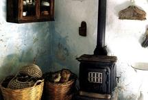 antique/Prim kitchens / by Tammy Evans