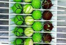 Cakepops & Push pops / by Jeannette Merced