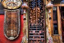 Portas / by Angela Mara Magalhães