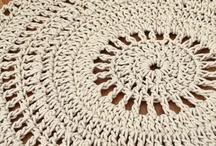 Tapetes de Crochê / by Eliana De Rose