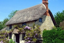 Charming Cottages / by Evelyn Thiele