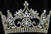 A Queen Needs a Crown... / by Ana Gavino