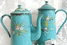 Vintage~Coffee/Tea pot / by Cynthia Magno