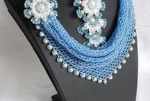 Beaded necklaces and technicks / by Eleonor
