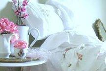 Avec une touche de blanc / ....blanches et un peu de couleur / by Ana Graue