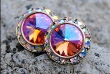 Fashion: Jewelry: Earrings / by Kiki H.