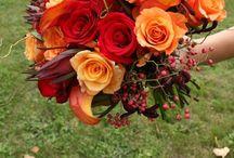 Mariage en fleurs / Bouquet, corsage, boutonnière, centre de table etc / by Annie St-jean