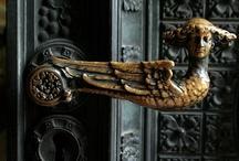 Doors, knobs, knockers, locks. / by Emeterio Mantecon Siller