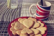 Mantecados-rollos-galletas-roscos-polvorones, turron, magdalenas, bizcochos /  Les gâteaux Espagnols que j'adore ! / by Pandora Tears