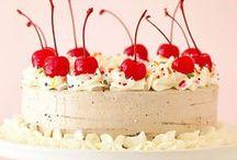Dieu merci, des gâteaux ! / by Claudia Fortin