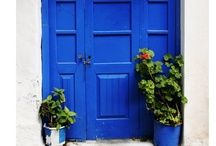 Doors with a Statement / by Laila Sabet