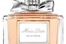 Perfums & Perfums Bottles! / by Sonia Vasseur