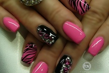 Lovely Nails / by Leslie Alicea