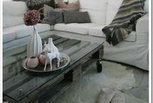 Mesas feitas com Paletes / Mesas com #paletes  Veja mais aqui: http://maispaletes.com / by MaisPaletes .com