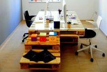 Pallets no escritório / Secretária feita com Pallet  Mais detalhes: http://bit.ly/1hJKMdc / by MaisPaletes .com