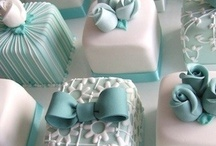 PRETTY CUPCAKES & CAKES / by Linda Staner
