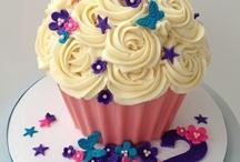 Cakes and cupcakes / by Doris Valdespino