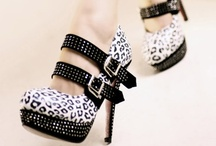 Accessorize  / Shoe, purses and jewelry oh my! / by Shannon Eaves