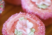 Spectacular Cupcakes & Petit Fours / by Vickie List