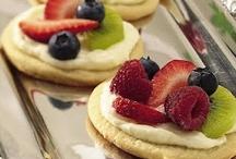 Desserts Love Me  / by Jessica Majano