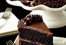 Cakes and cake decorating  / Yummy cakes / by Stephanie Nieto