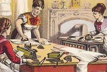 LA PLANCHA, HISTORIA Y EVOLUCIÓN / La palabra misma, 'plancha', no apareció en castellano, con el significado que hoy le damos, hasta el siglo XVII. Fue en esa época cuando empezó a utilizarse de forma generalizada. Eran unas planchas calentadas al fuego, artilugios huecos que se llenaban de maderas ardiendo, o de brasas. Pero el hombre planchaba sus vestidos desde la antigüedad / by María José Muñoz