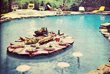 Jardins, Piscinas e Lagos / Jardins internos e externos, piscinas, lagos, iluminação de jardins, lareiras externas e acessórios diversos.. / by Anne Caroline
