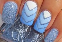 nails & more nails / by Queenie