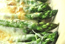 Food - Veggies & Side Dishes / by Melissa Westbrook
