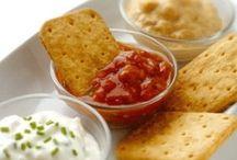 Aderezos,salsas,coulis y dip / by Nora M A