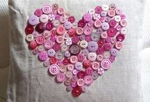 Arte com BOTÕES(buttons) / Tem coisas maravilhosas feita com botões. O botão foi criado na Idade Média por volta de 1204. / by Juçara Medeiros