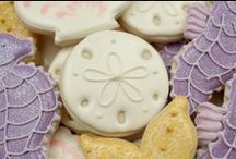 biscotti decorati e decori ghiaccia reale / by Mariellam
