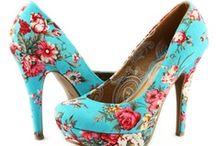 Tacones / Aquí puedes ver una muestra de los tacones que tenemos para ti en www.zapacos.com #shoes #sandalias #zapatos #moda #tendencia / by Zapacos