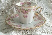 TEA CUPS SO PRETTY / by Carolyn