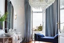 Bathrooms: elegant / sophysticated - cuartos de baño: elegantes / sofisticados   / Chandliers, sophysticated curtains, wallpapers, antiques, etc. in the bathroom - Lamparas de araña, cortinas sofisticadas, papeles de en la pared,antigüedades, etc...en el cuarto de baño / by ASTOLPH