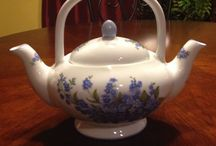 Teapots / I own more than 200 teapots. This is just another way to expand my collection.  / by Emily Appelman