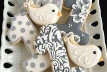 Cookie decorating & recipes / Cookies and how to decorate them tips and tutorials / by Sarka Maslova