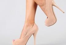Sapatos e Bolsas / by Leidy Nunes